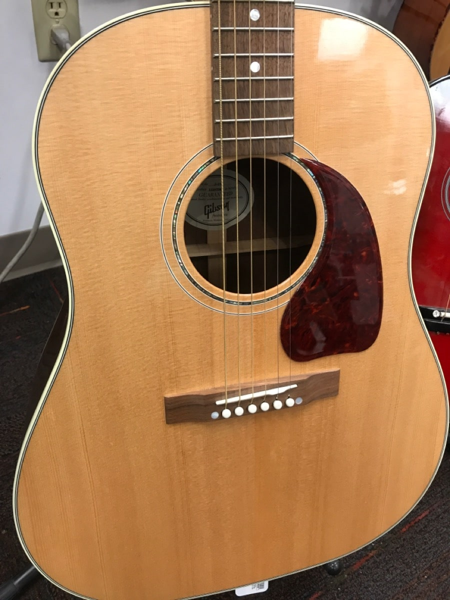5 Dec 2019 – Gibson j-15 Solid Spruce Top Guitar – $1299