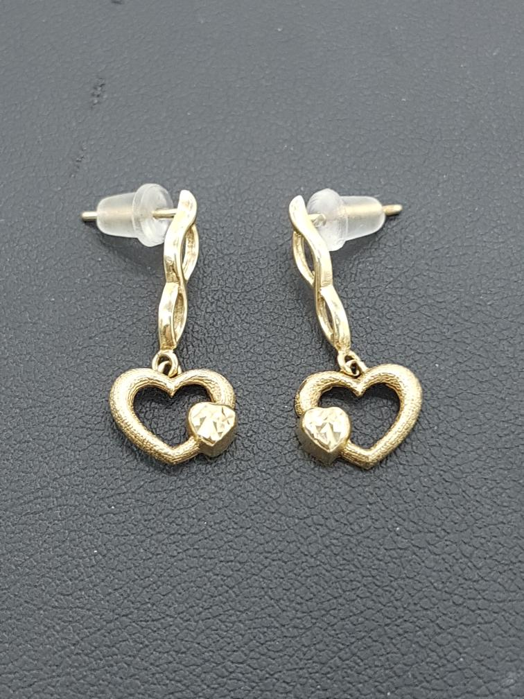 17 Jan 2020 – 10K Hold Heart Earrings – $47