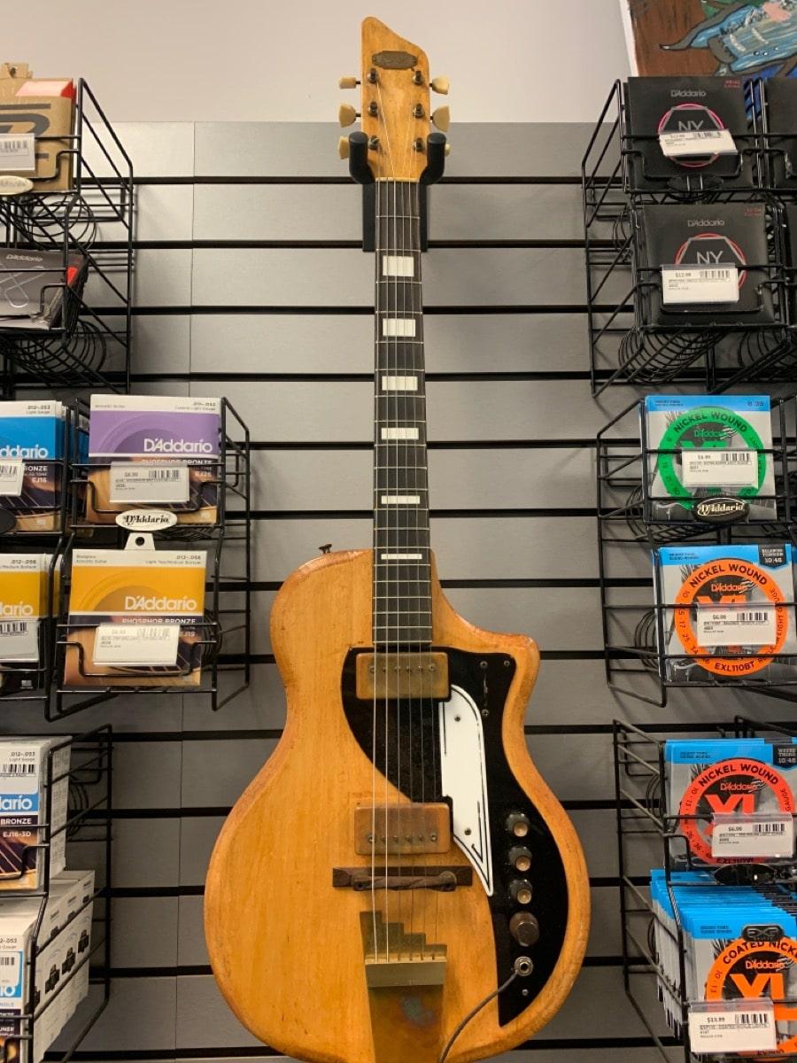 17 Oct 2020 – 1959 Supro Dual Tone Electric Guitar