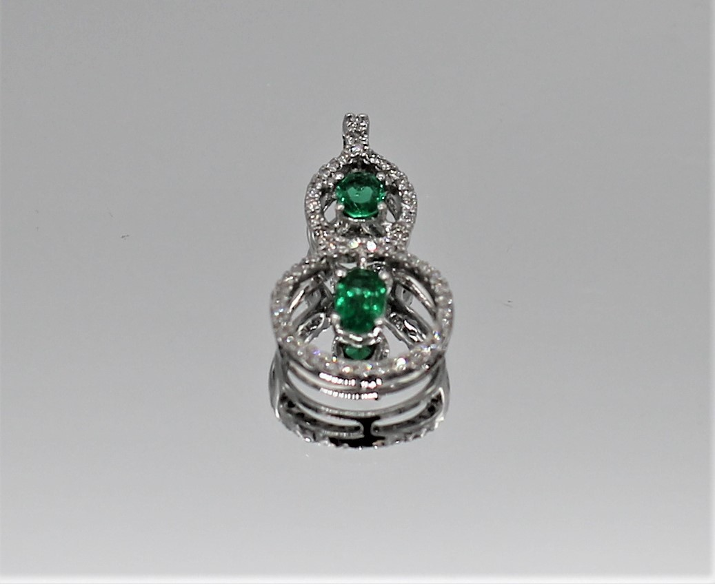 28 Oct 2020 – 18K White Gold Diamond/Emerald Pendant – $199
