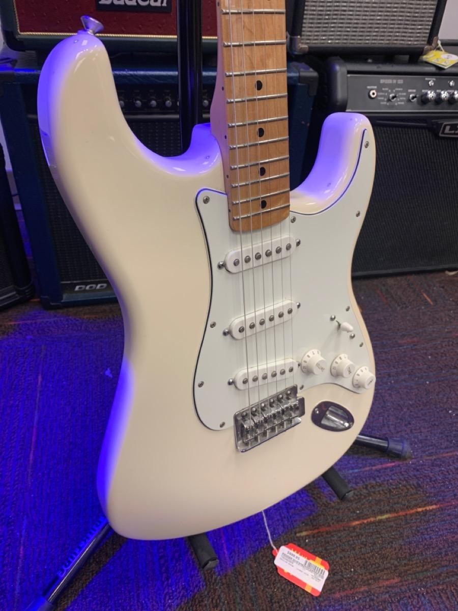 Thurs Feb 18 – Fender Stratocaster (Mexican) 2015 – $699
