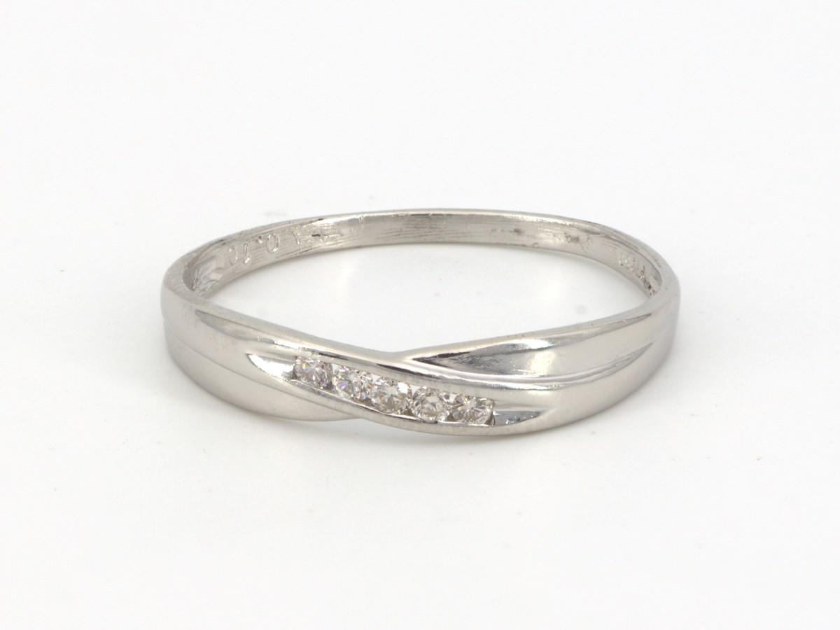 Sat Aug 14 – Platinum and Diamond Ring – $199
